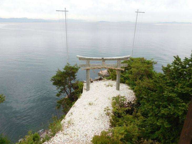 torii-gate-on-chikubushima-elise