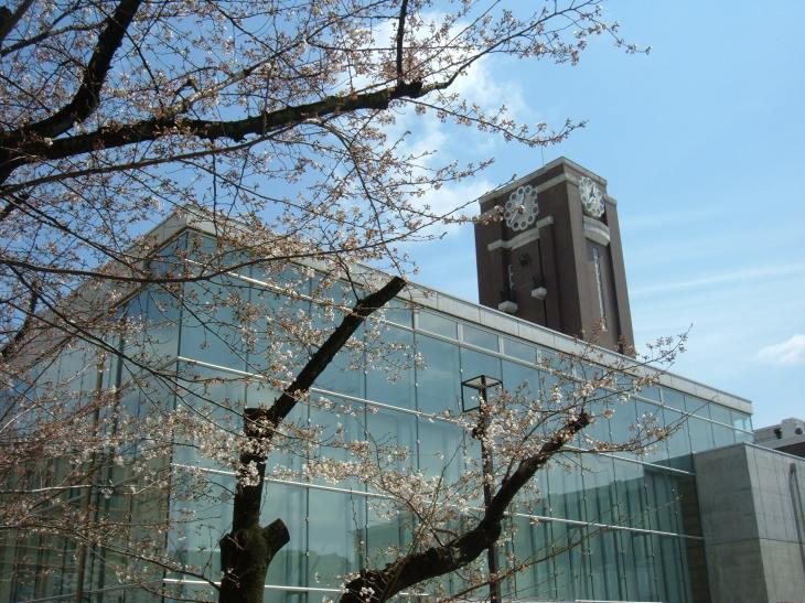Kyoto_University_clocktower_from_north.JPG