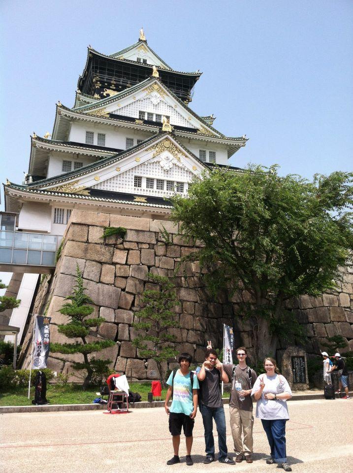 2014 JCMU Summer Intensive Language students at Osaka Castle