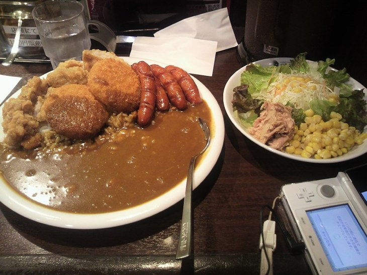 1024px-CoCo_Ichibanya_topping_curry_rice_(2012-11-04_18.59_by_Memorin_@photozou_613271).jpg